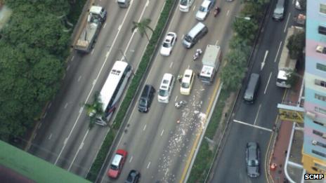 Hàng triệu USD rơi trên đại lộ
