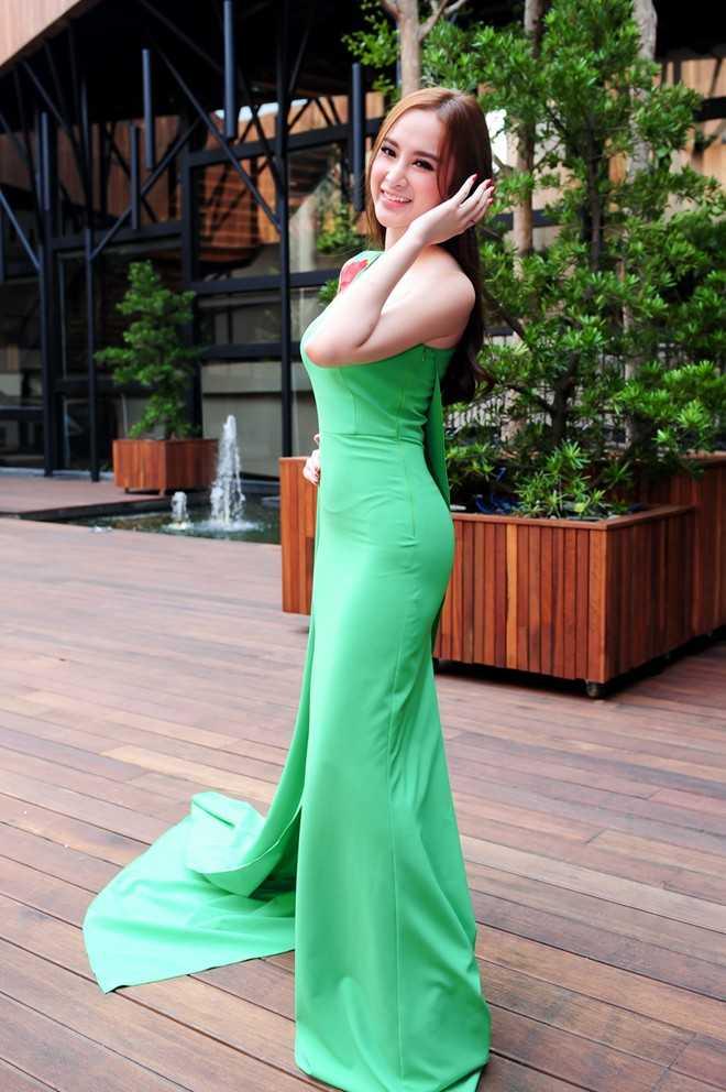 Angela Phương Trinh trong buổi họp báo ra mắt chương trình Bước nhảy hoàn vũ 2015.
