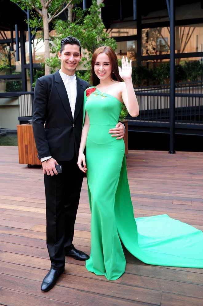 Bạn nhảy của Angela Phương Trinh là Kristian - người từng hỗ trợ Ngân Khánh lên ngôi quán quân Bước nhảy hoàn vũ 2014.