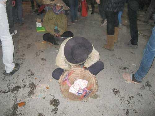 Phó Trưởng Ban Tuyên giáo Thành ủy Hà Nội ủng hộ việc không cho tiền người ăn xin. - Ảnh minh họa: Vietnamnet