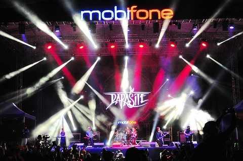 Parasite khuấy động khán giả với dòng nhạc mới lạ, trẻ trung