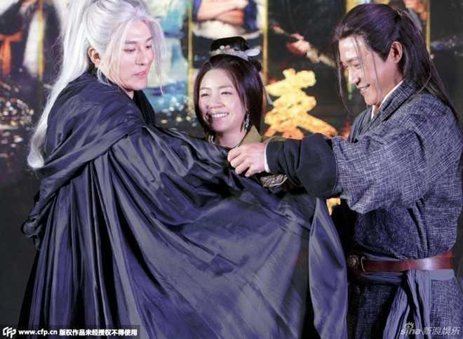 Nhan sắc thua kém thấy rõ của Trần Nghiên Hy trong buổi họp báo phimTần thời minh nguyệt.