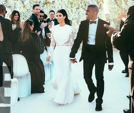 Hôn lễ với nam ca sĩ Kanye West hồi tháng 5 là đám cưới lần hai, nhưng Kim Kardashian vẫn chi rất mạnh tay. Tổng chi phí tổ chức đám cưới của cặp đôi tai tiếng lên đến 12 triệu USD. Trong đó, chiếc váy ren hiệu Givenchy, do Riccardo Tisci thiết kế, có giá 500.000 USD (tương đương hơn 10 tỷ đồng) và trở thành chiếc váy cưới đắt nhất làng giải trí quốc tế. Ngoài ra, váy cưới của các người đẹp như Jennifer Aniston, Katie Holmes, Victoria, Madonna cũng góp mặt trong danh sách Những chiếc váy có giá cao