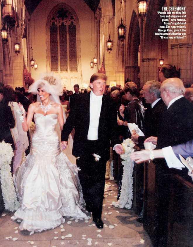 Năm 2005, siêu mẫu Melania Knauss lên xe hoa với tỷ phú Donald Trump. Trong ngày trọng đại nhất cuộc đời, cô dâu diện mẫu đầm cúp ngực của Christian Dior, có giá dao động trong khoảng từ 100.000-200.000 USD. Theo People, NTK John Galliano cùng đội ngũ thợ may của ông đã phải làm việc trong hơn một nghìn giờ đồng hồ để hoàn thiện bộ váy này.