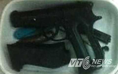 Hai khẩu súng công an thu giữ tại nhà hai tên giang hồ cộm cán ở quận Thủ Đức