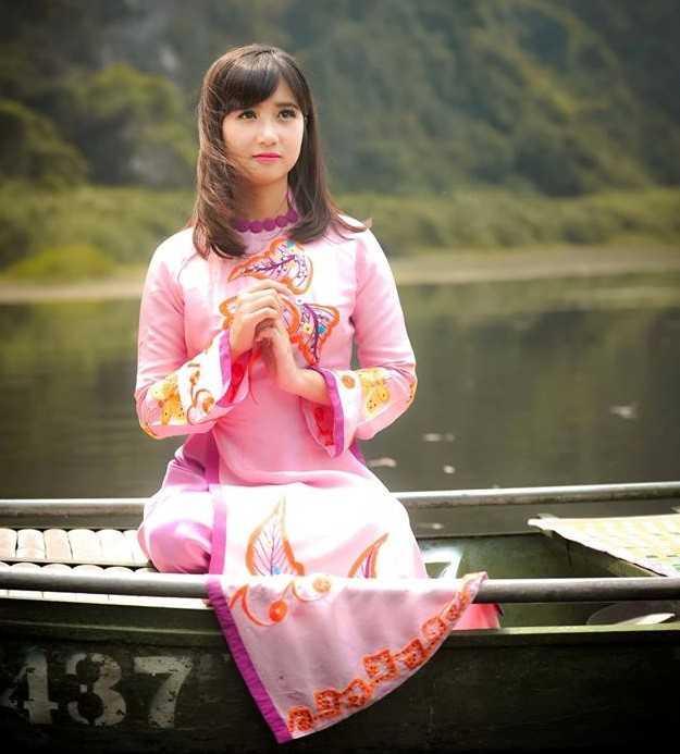 Ngọc Châm dịu dàng trong trang phục áo dài truyền thống