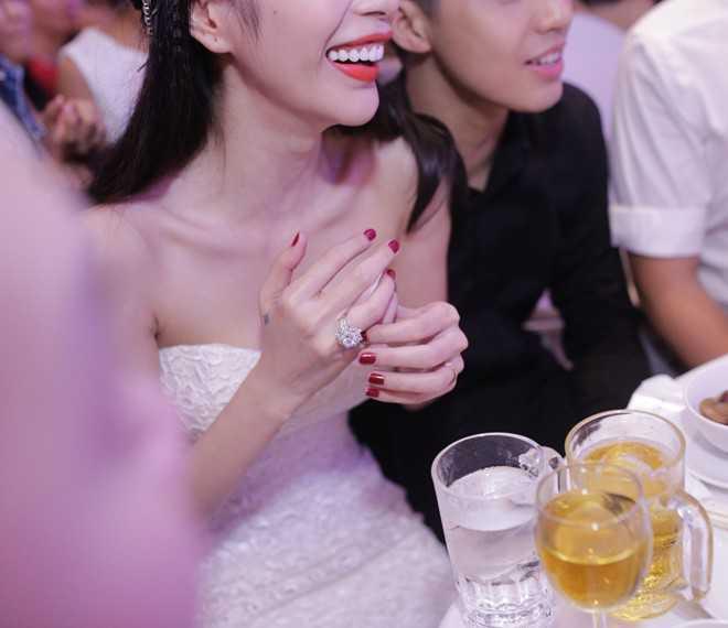 Chiếc nhẫn cưới của Công Vinh tặng Thuỷ Tiên được hé lộ có giá trị lên tới nửa tỷ đồng