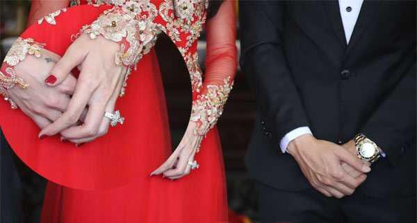 Cận cảnh chiếc nhẫn cưới hoành tráng
