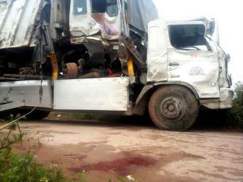2 chiếc xe bị hư hỏng nặng.