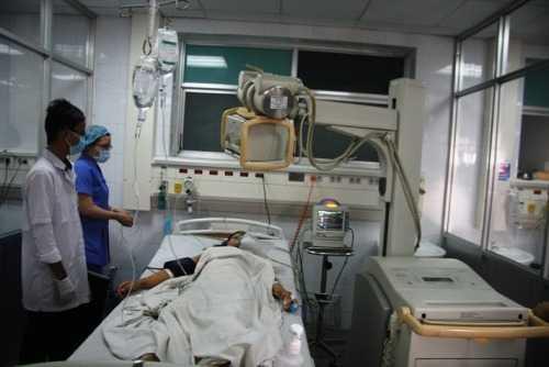 Các y, bác sĩ bệnh viện Quân y 175 (TP.HCM) đã tận tình cứu chữa nên sức khỏe nạn nhân đã qua khỏi cơn nguy kịch và đang có chuyển biến tốt