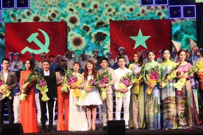 Hoa hậu, Á hậu cùng các nghệ sỹ, ca sỹ đã góp phần tạo nên thành công cho đêm diễn Khát vọng trẻ