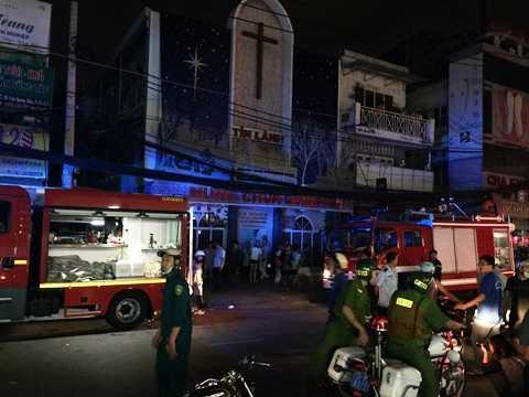 Cùng lúc xảy ra đám cháy tại hẻm 18 Trần Quang Diệu, Q.3. Ảnh: Minh Hồ