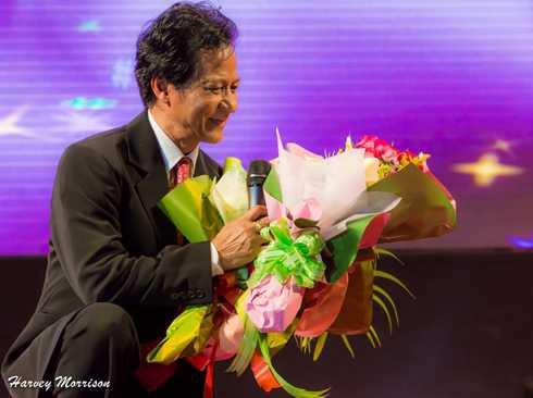 Chế Linh hạnh phúc trong sự chào đón của khán giả Cần Thơ