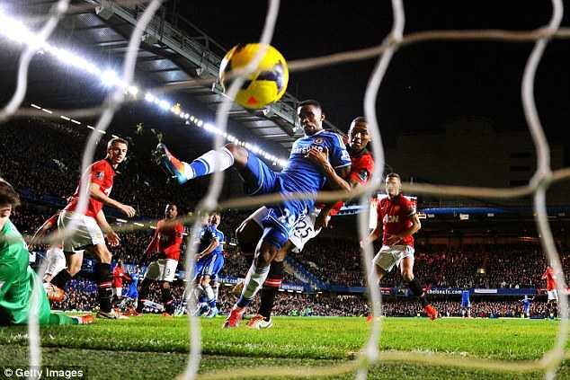 Eto'o lập hattrick vào lưới Man Utd