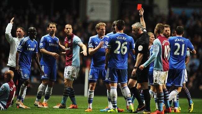 Thẻ đỏ của Ramires trong trận gặp Aston Villa