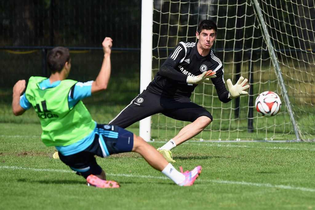 Courtois trở về và ngay lập tức trở thành thủ môn số 1 của Chelsea