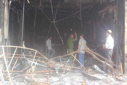 Hiện trường tan hoang trong vụ cháy