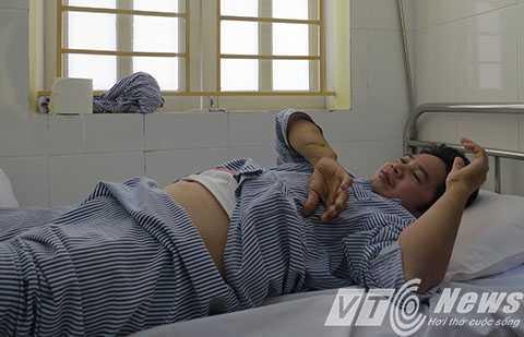 Gia đình cho biết, sau thời gian điều trị tại Bênh viện Đa khoa huyện Thủy Nguyên, anh Quân đã được xuất viện về nhà để tiếp tục chăm sóc sức khỏe - Ảnh MK