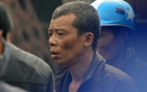 Ông Nguyễn Văn Sơn chết lặng bên hai ki ốt trị giá hơn 2 tỉ đồng bị cháy rụi
