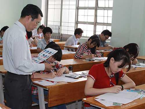 Thí sinh làm bài thi tại kỳ thi tuyển sinh ĐH, CĐ năm 2014