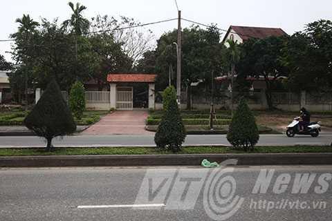Trước nhà của ông Nguyễn Bá Thanh vẫn rất yên ắng và không còn người dân đứng chờ như mấy ngày trước
