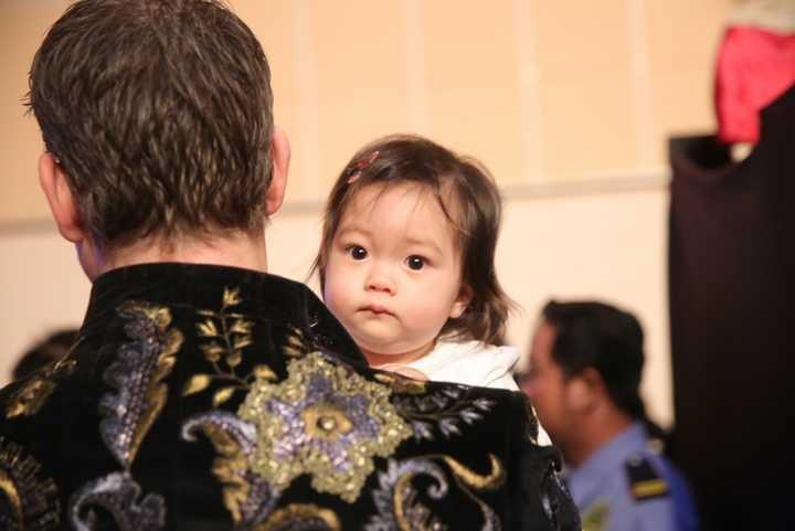 Bé Sol được vợ chồng Đoan Trang dẫn đi xem liveshow Dấu ấn của mẹ