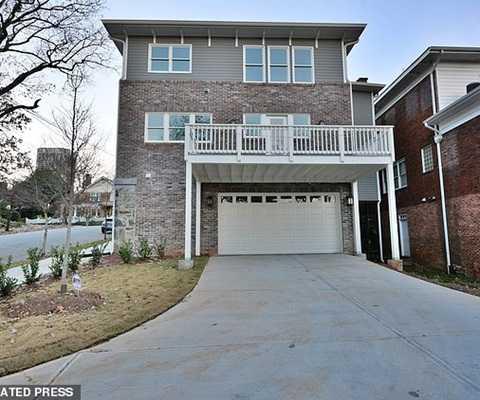 Căn biệt thự 4 phòng ngủ ở vùng Atlanta Midtown đang được rao bán với giá 1 triệu USD.