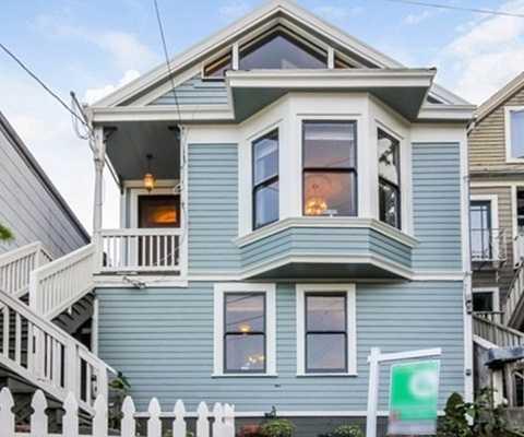 Căn hộ 2 phòng ngủ ở San Francisco này có view xuống vùng cảng và đồng quê. Giá của nó là 1,1 triệu USD.