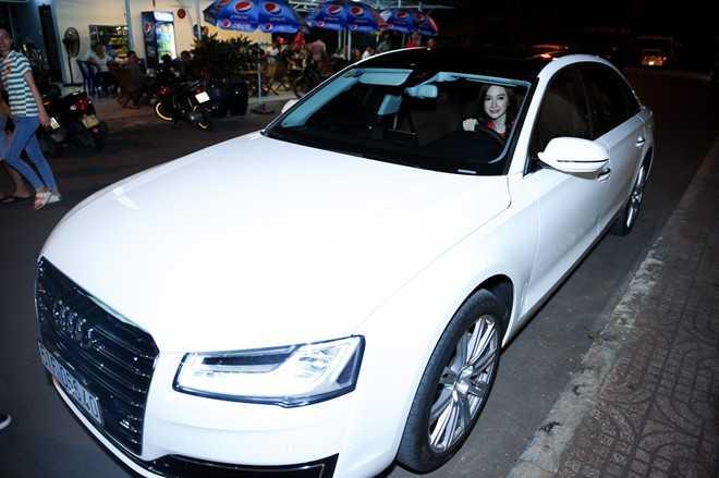 Chiếc Audi của Angela Phương Trinh có màu trắng