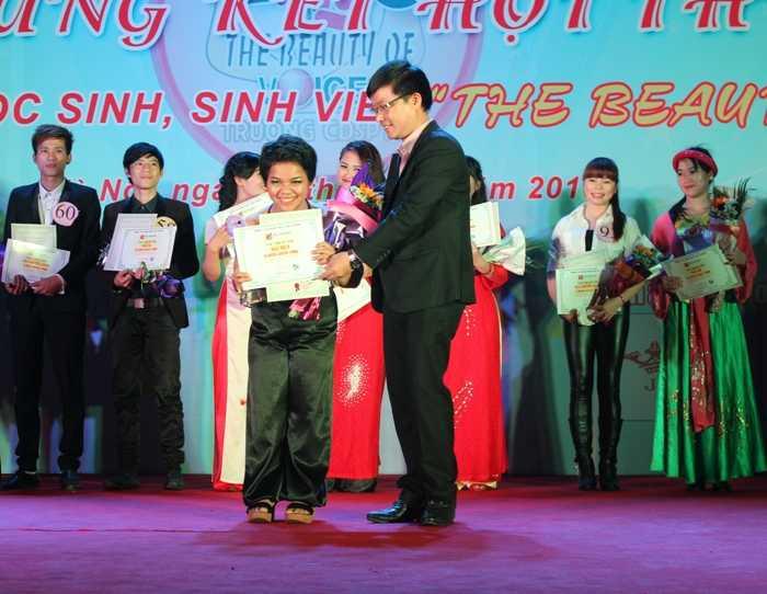 Giải Nhất thuộc về thí sinh Nguyễn Thị Nìn với ca khúc Dệt tầm gai