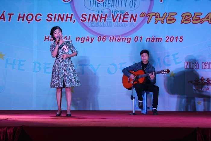 Dương Tố Trinh với bài hát Quê nhà