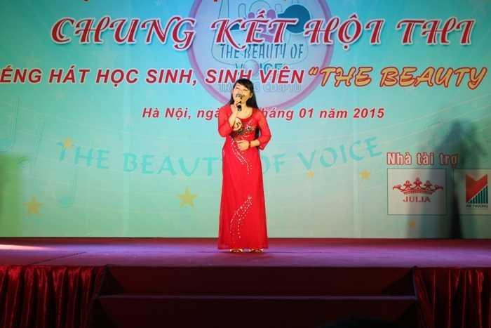 Nguyễn Thị Hồng thể hiện bài hát Điệu Ví dặm là em