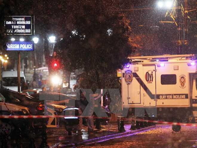 Cảnh sát điều tra tại hiện trường vụ đánh bom ở Istanbul