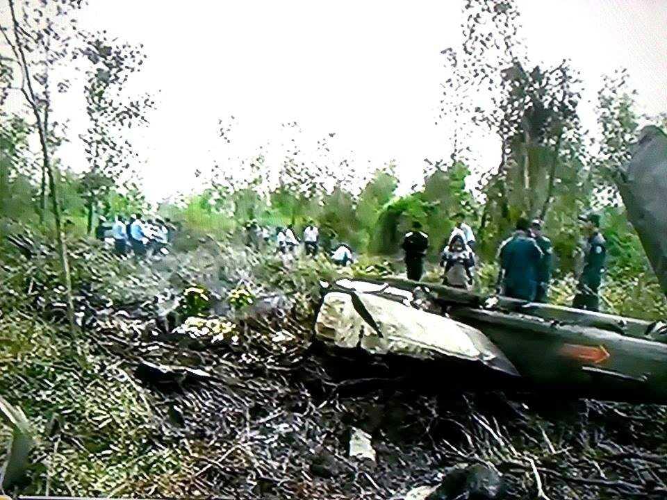 Hiện trường vụ rơi máy bay trực thăng quân sự UH1