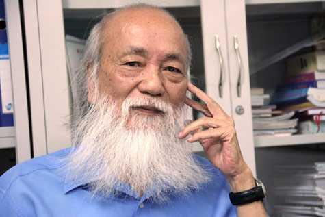 PGS Văn Như Cương nói: Sau khi uống thuốc              của ông lang cùng với việc thắt nút của bệnh viện nên tôi không thể xác              định được đâu là phương pháp giúp tôi khỏi bệnh.