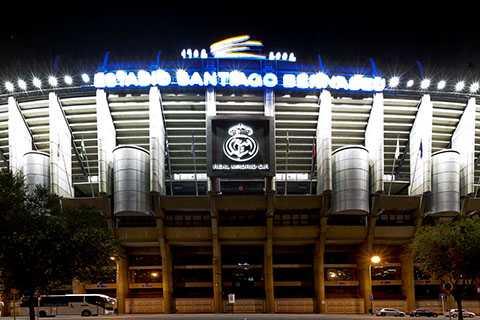 Real Madrid bán tên sân thu về hơn 450 triệu USD