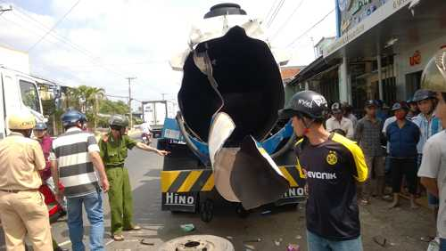 Hiện trường vụ nổ xe bồn dầu