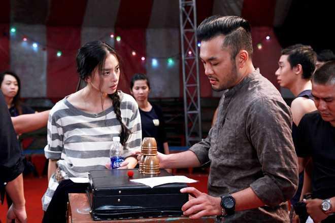 Không có thân hình sáu múi vạm vỡ như các diễn viên nam hiện nay, nhưng Petey Nguyễn thu hút khán giả bởi tài năng ảo thuật cùng gương mặt thân thiện và là một nhân tố mới cho điện ảnh với cách diễn tự nhiên.