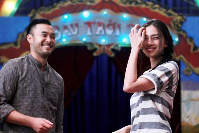 Cùng tham gia phim, Ngô Thanh Vân và Petey có cơ hội gặp gỡ và làm việc cùng nhau nhiều hơn .Vì vốn tiếng Việt của Petey không được giỏi, Ngô Thanh Vân tuy bận rộn khi đảm nhận vai trò diễn viên vừa là nhà sản xuất nhưng vẫn bên cạnh Petey để giúp anh tập thoại.