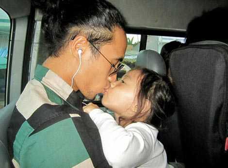 Là người chồng khắt khe, hay nổi nóng nhưng với các con, Phạm Anh Khoa lại như những người bạn