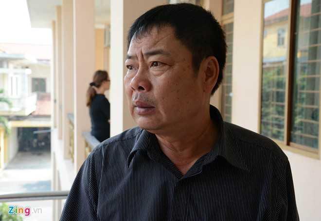 Ông Nguyễn Hữu Dũng, bố của chiến sĩ Nguyễn Việt Cường. Ảnh: Lê Quân.