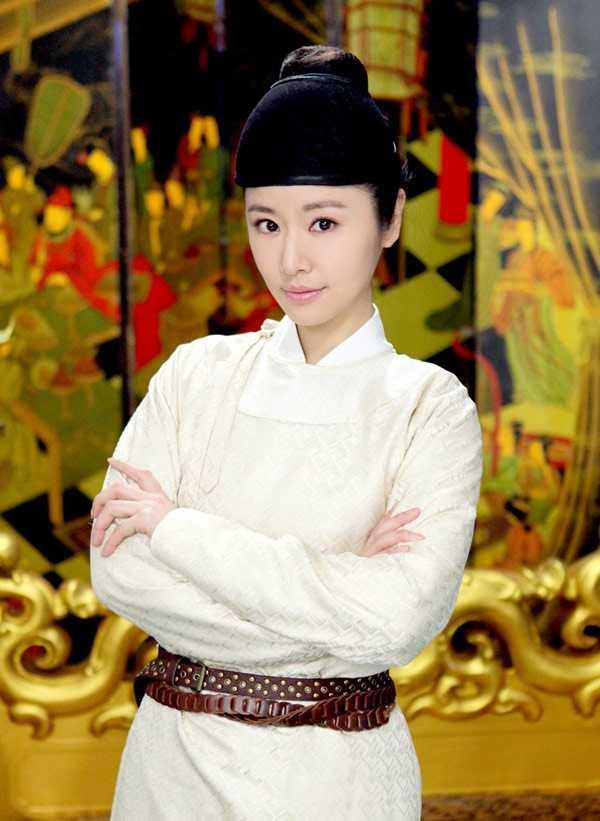 Lâm Tâm Như cải nam trang trong phim Khuynh thế hoàng phi.