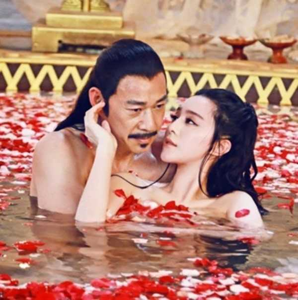Cảnh tắm trong phim Võ Mỵ Nương truyền kỳ.