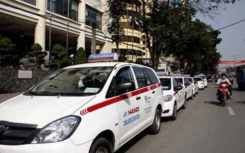 Riêng tại Hà Nội đã có 81 hãng taxi và 25 doanh nghiệp vận tải hành khách tuyến cố định giảm cước trong tháng 1/2015.