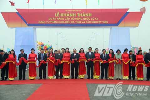 Cắt băng khánh thành dự án nâng cấp, mở rộng Quốc lộ 1 đoạn từ Thanh Hóa-Hà Tĩnh