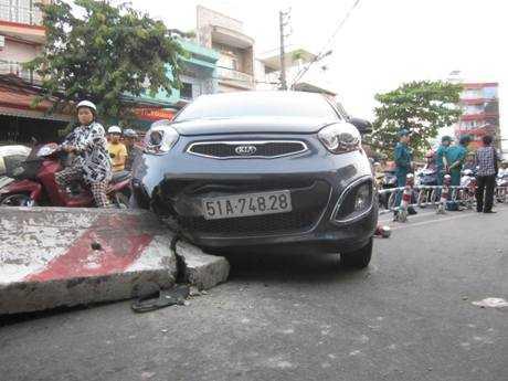 Chiếc ô tô của bà Luyến gặp nạn