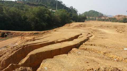 Sụt lún nghiêm trọng tại gói thầu số 3, dự án kênh chính Ngàn Trươi.