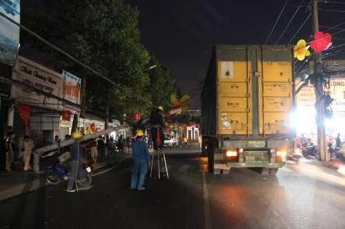 Hiện trường sự cố container húc đổ cột điện