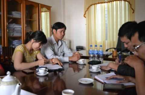 Ủy ban Kiểm tra huyện ủy Chư Pah làm việc với phóng viên về vụ việc.