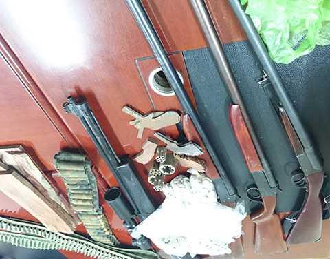 Lực lượng công an thu giữ tại hiện trường một số tang vật vụ án
